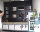 黑电视墙和操作台