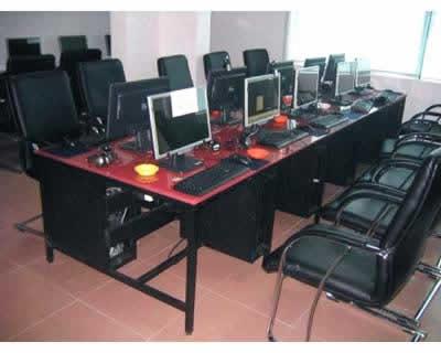 网吧电脑台